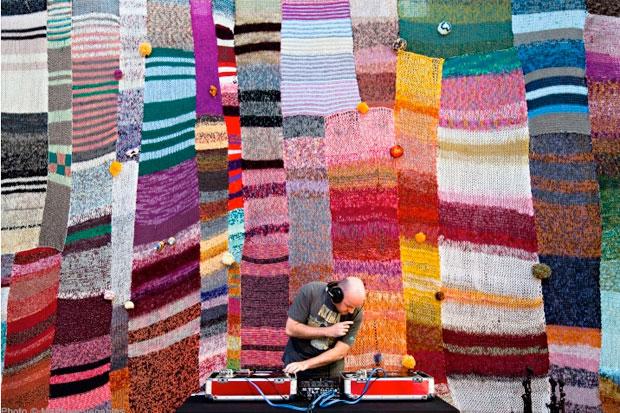 Knitting Graffiti Rocky : Design free thursday yarn bombing aka graffiti knitting