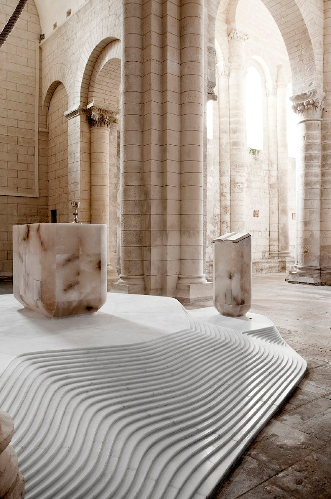 yellowtrace_St-Hilaire-Church-by-Mathieu-Lehanneur-Melle-France_03