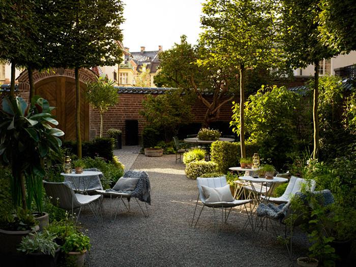 ett hem courtyard