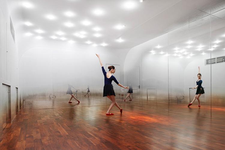 Anzas Dance studio by Yohimasa Tsutsumi | Yellowtrace.
