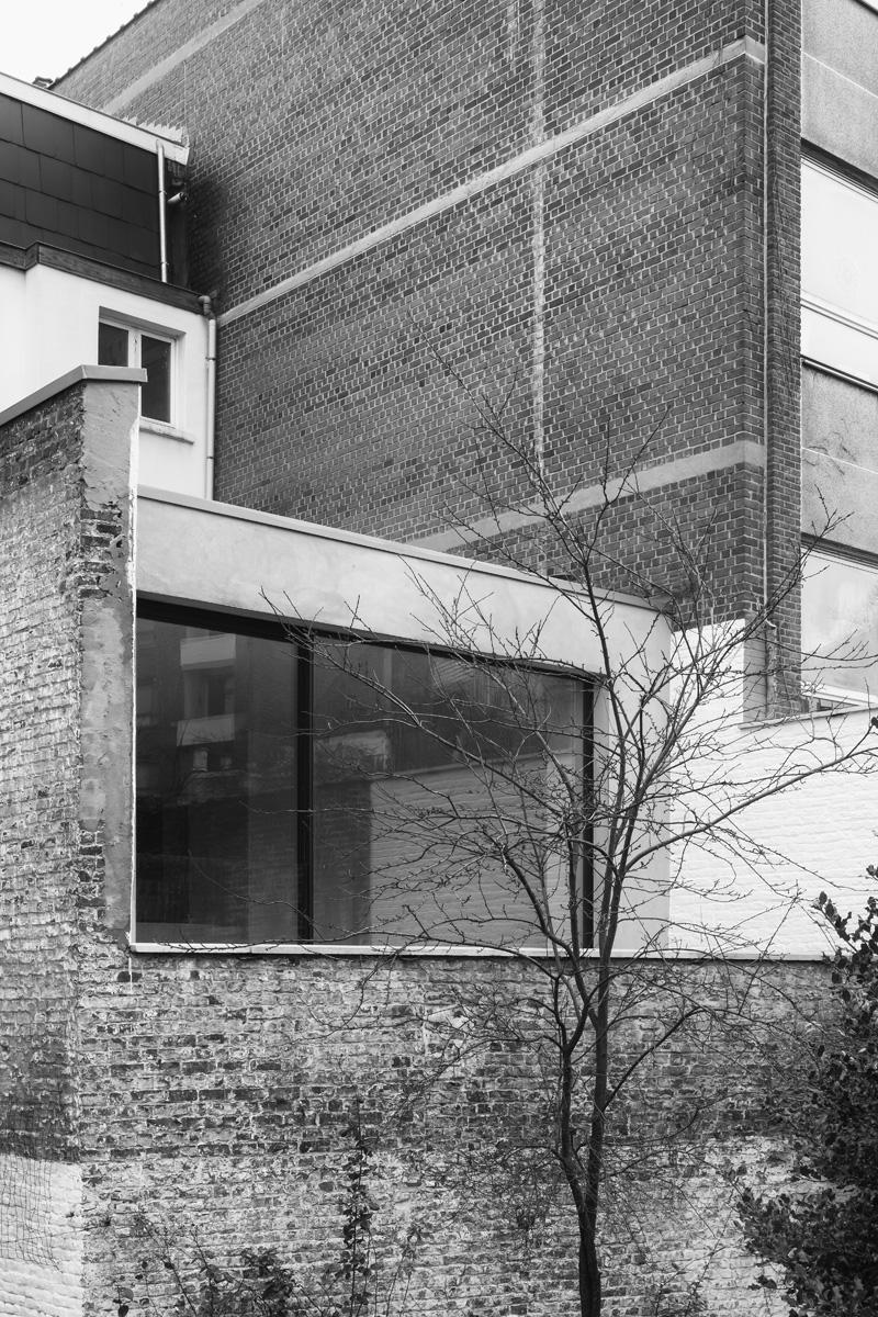 Brussels Loft by Belgian Architect Nicolas Schuybroek | Yellowtrace.