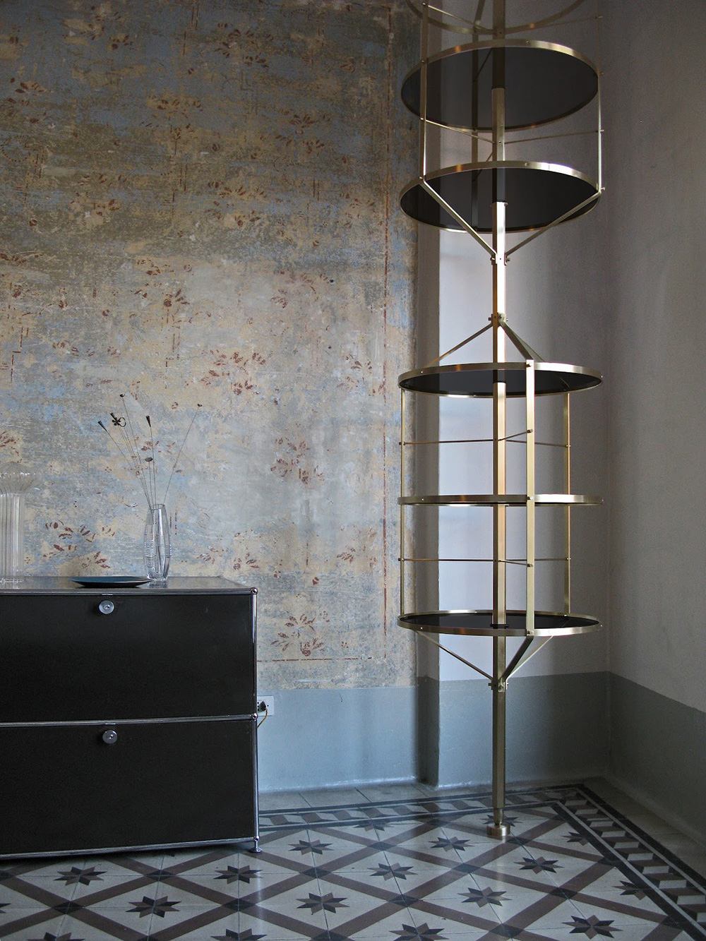 Voliera metal shelf by Italian Furniture Designer Pietro Russo | Yellowtrace.