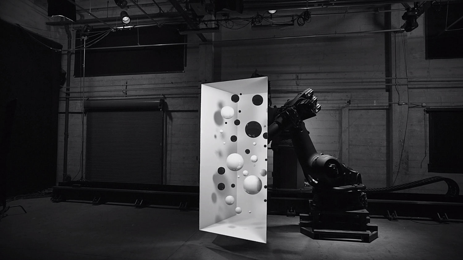 Box Projection Mapping by Bot & Dolly | Yellowtrace.