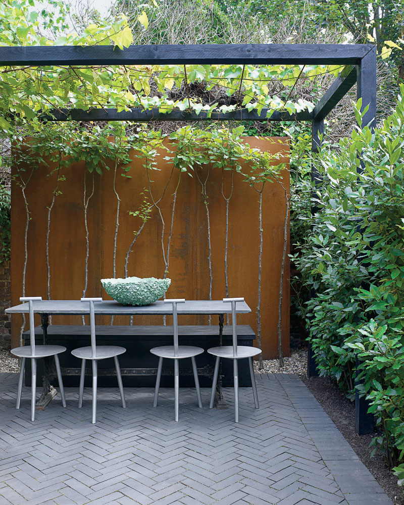 Faye Toogood's London Home - courtyard. Photo by Henry Bourne | Yellowtrace