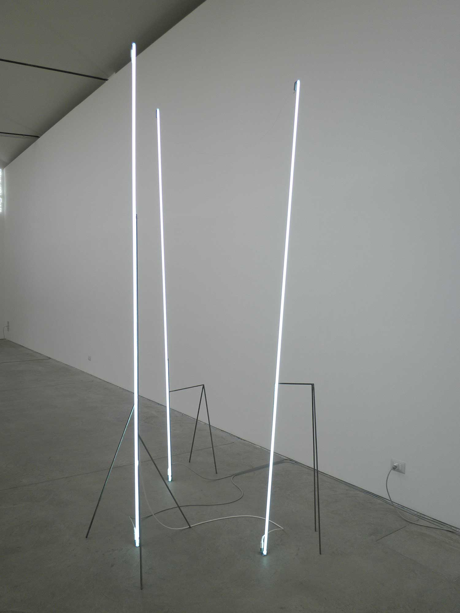 Neon Light Installations, modulo verticale | Yellowtrace