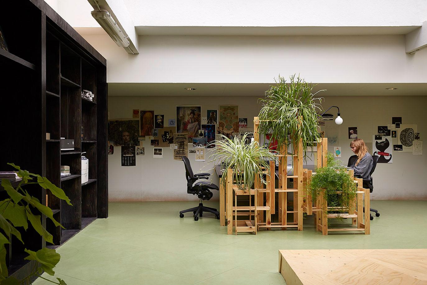 Random studio amsterdam office designed by x l yellowtrace for Office design studio