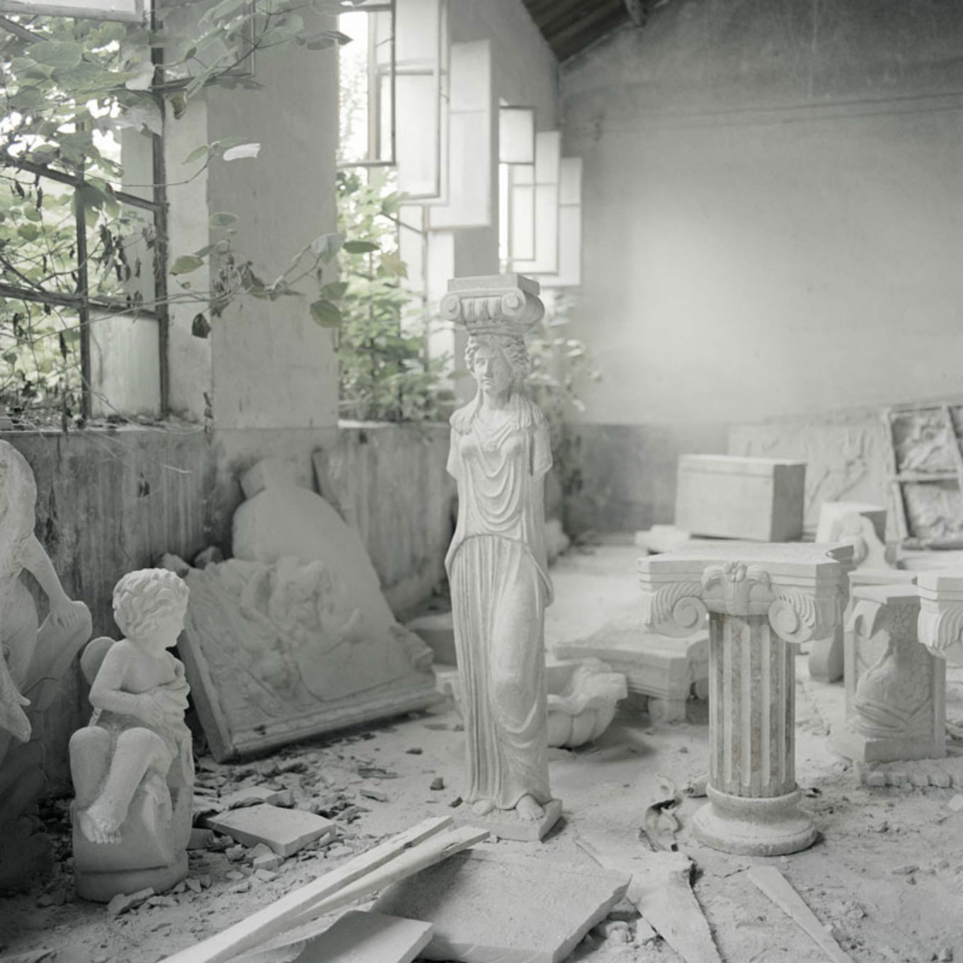 Design Free Thursday // Photos of Chinese Artists Reproducing Classical Sculptures.