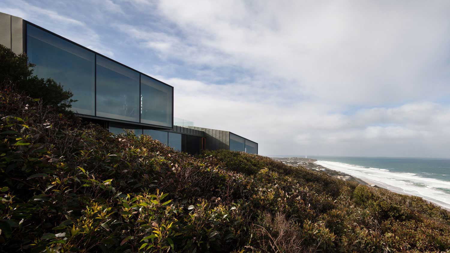 Fairhaven Residence by John Wardle Architects | Yellowtrace