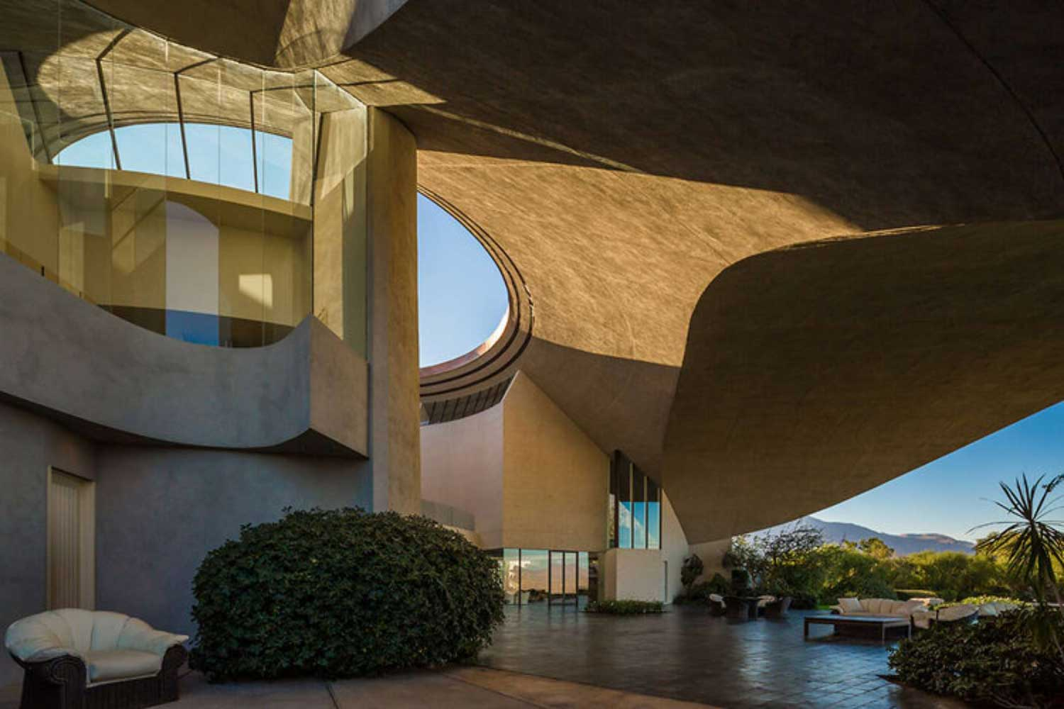 Bob Hope's house by John Lautner. Palm Springs Modernism Week 2014 | Yellowtrace