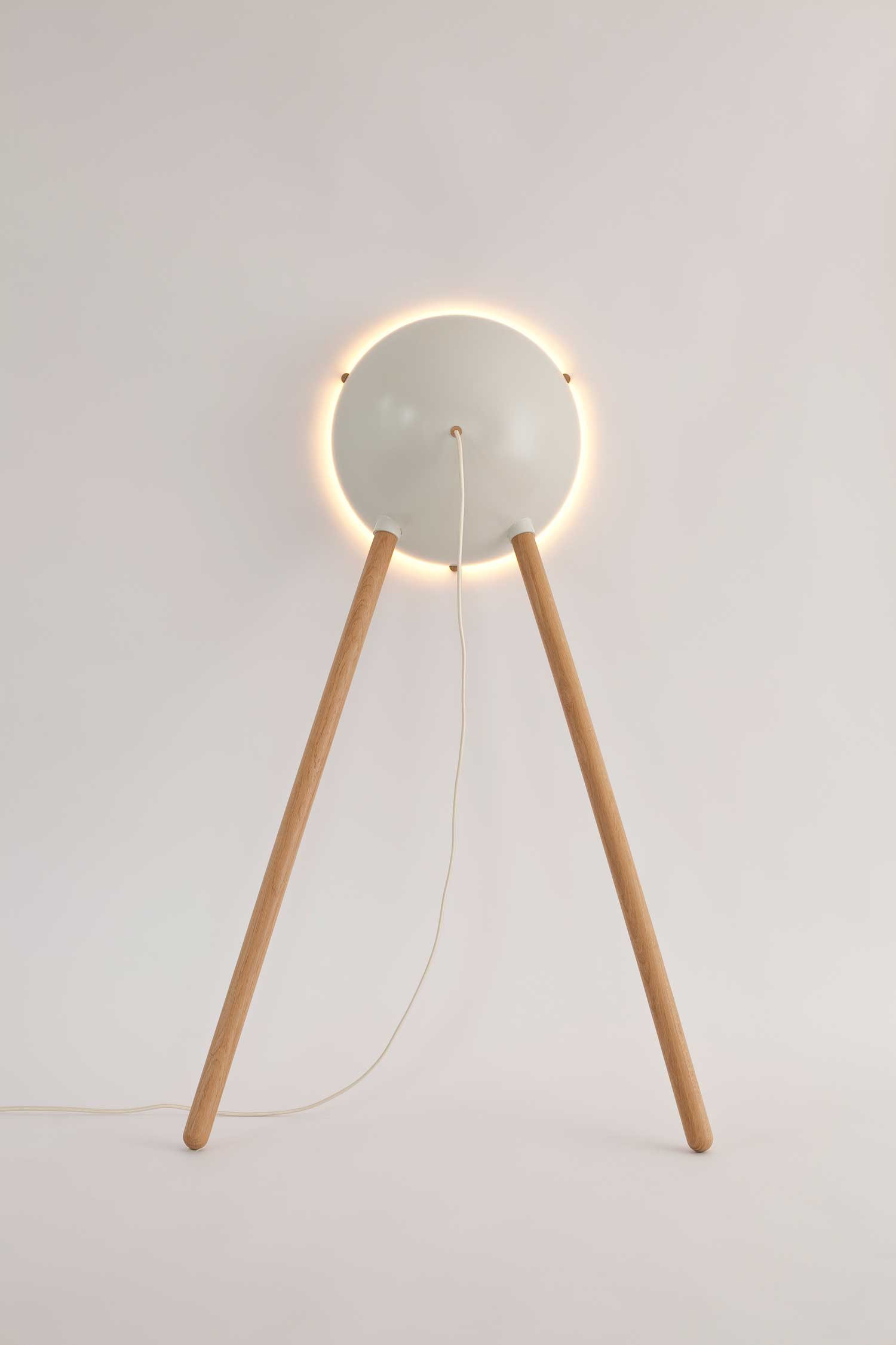 Cirkel leaning lamp by Daphna Laurens | Yellowtrace