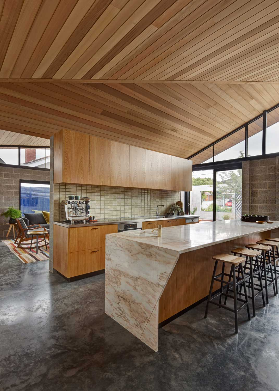 Melbourne home, Fairfield Hacienda by MRTN Architects   Yellowtrace