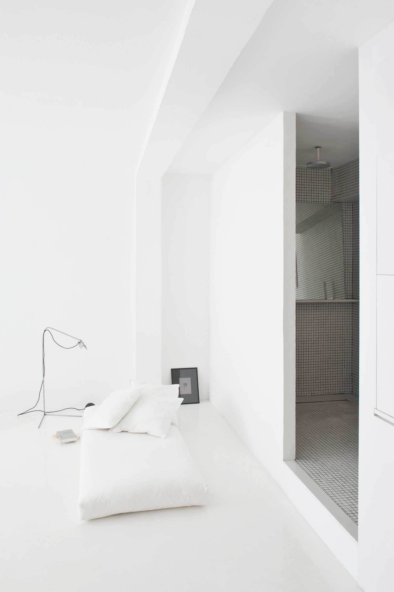 The White Retreat by Colombo and Serboli Architecture | Yellowtrace