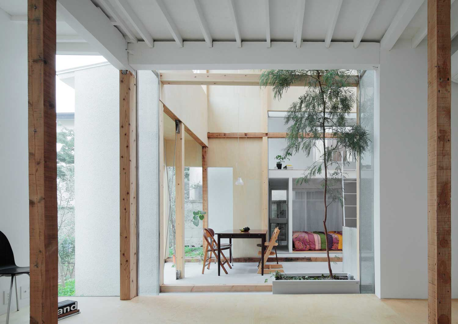 House Komazawa Park by miCo | Yellowtrace