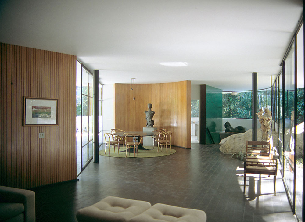 Brazilian Architect Oscar Niemeyer on roman villa interior
