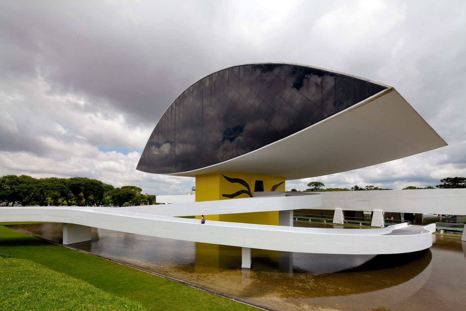 Museu Oscar Niemeyer | Yellowtrace