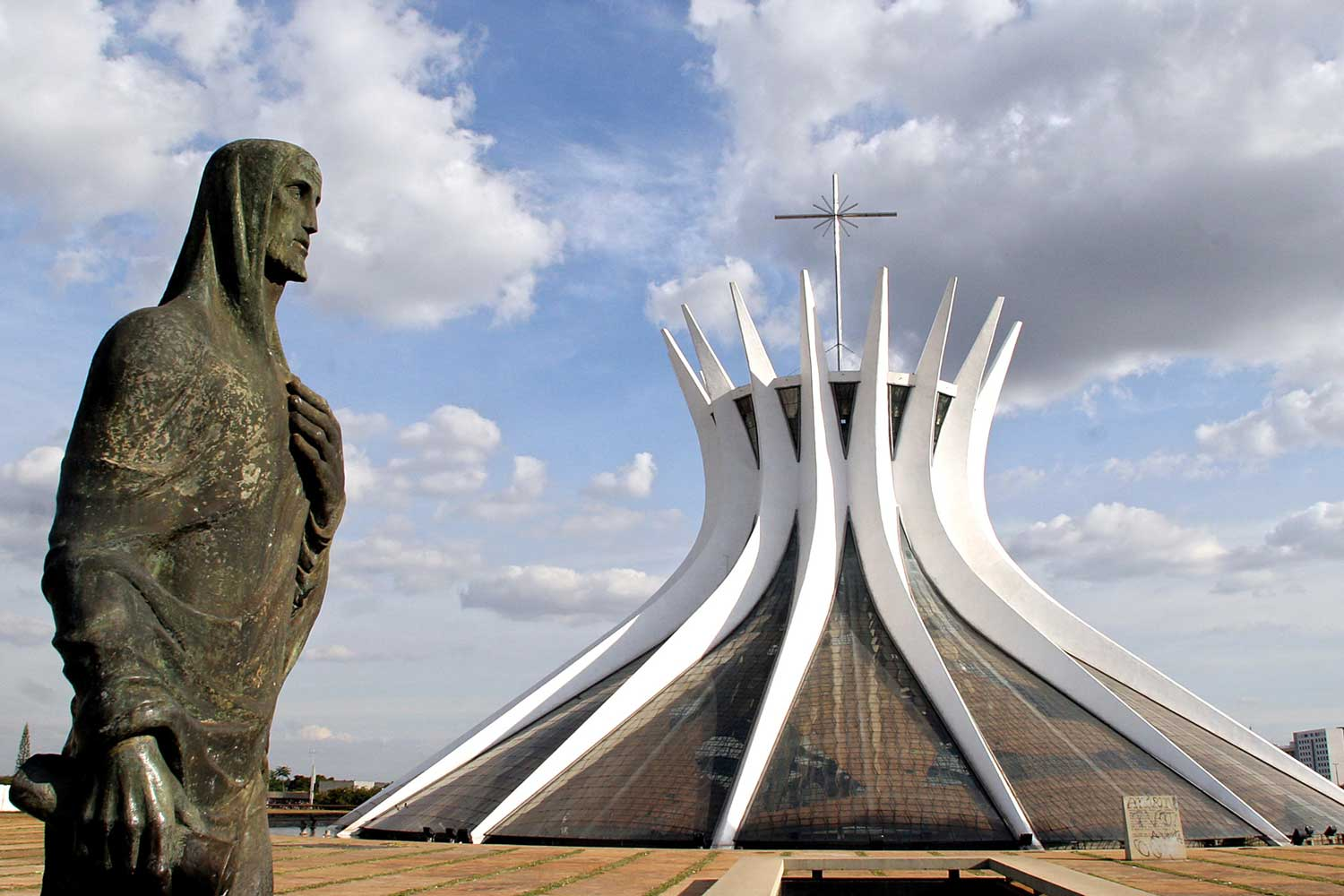 Brasilia Cathedral by Oscar Niemeyer | Yellowtrace