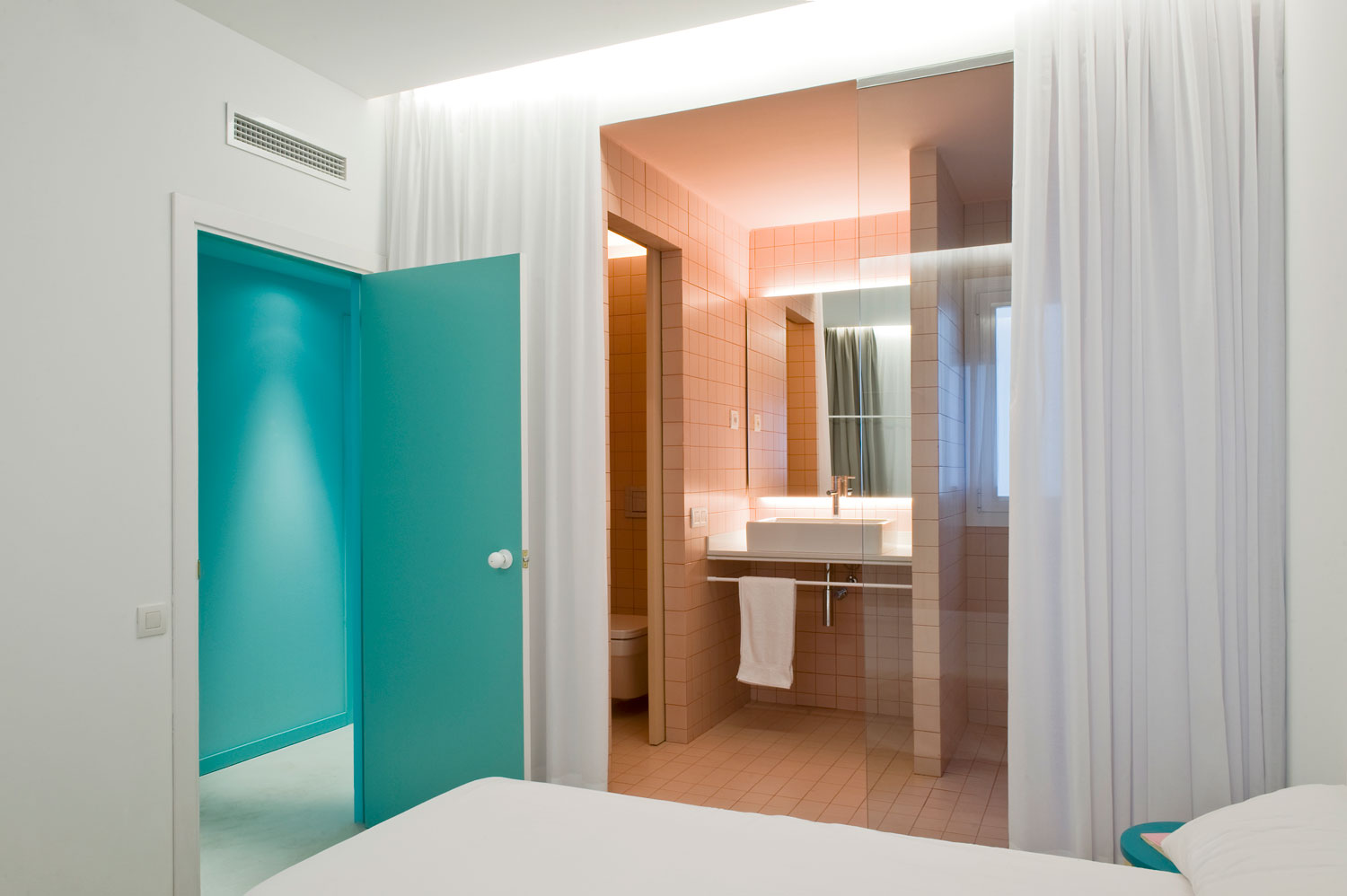 Refurbished Holiday Apartment by Colombo and Serboli Architecture   Yellowtrace