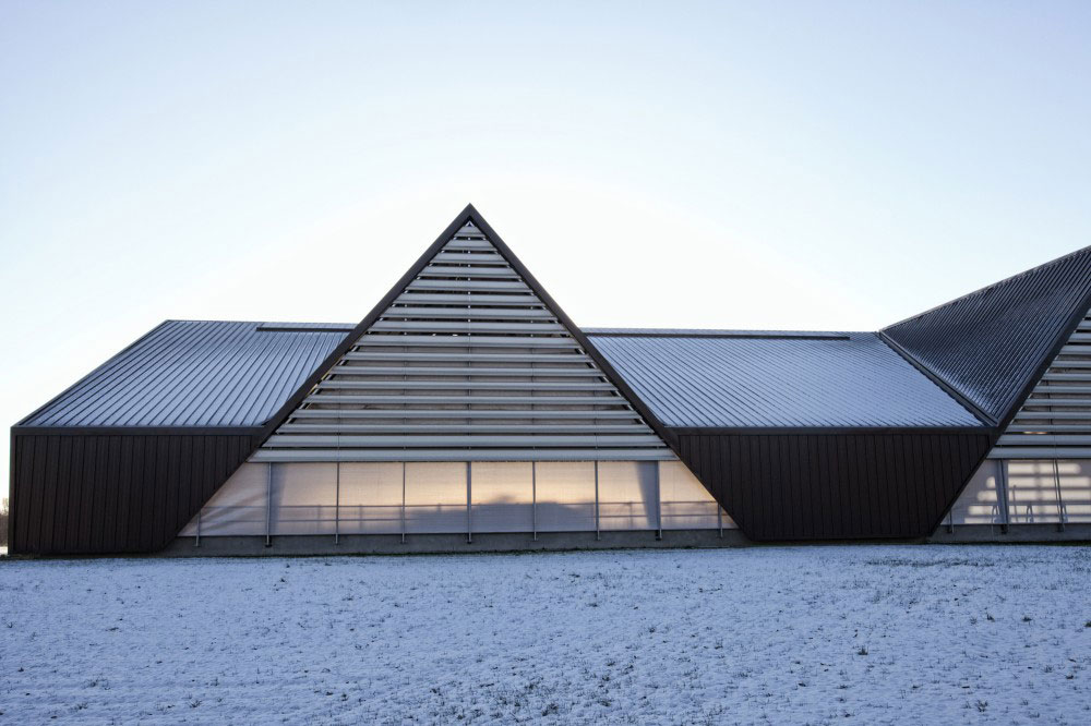 Vejlskovgaard Stable by LUMO Architects | Yellowtrace