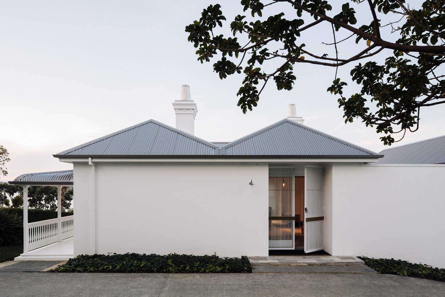 Harbour Edge House by Fearon Hay Architects // Auckland, NZ   Yellowtrace