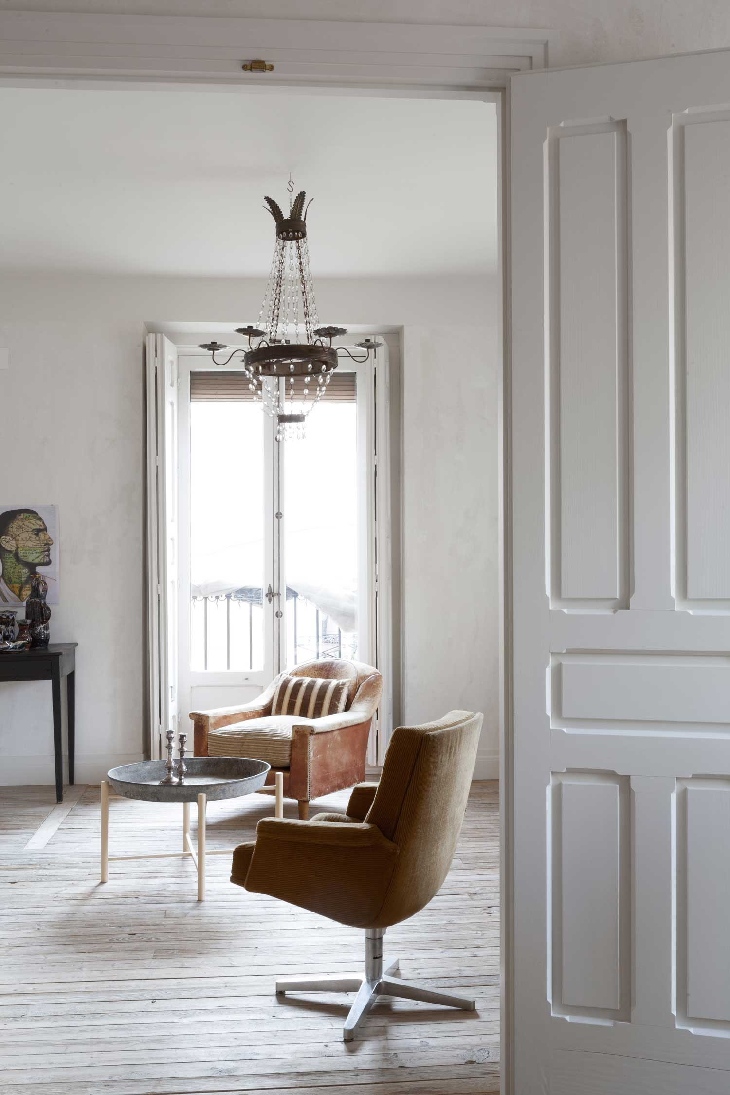 Gallery Post // Refurbished Madrid Apartment by Erico Navazo | Yellowtrace