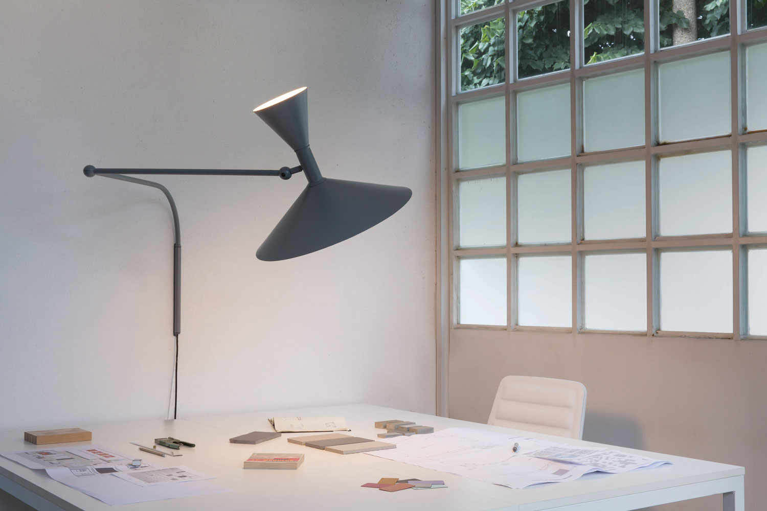 Studio Italia Le Corbusier Collection, Nemo Lighting | Yellowtrace