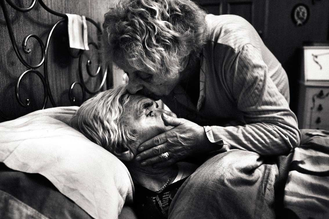 Beautiful Photographs of an Italian couple battle'S with Alzheimers | Yellowtrace