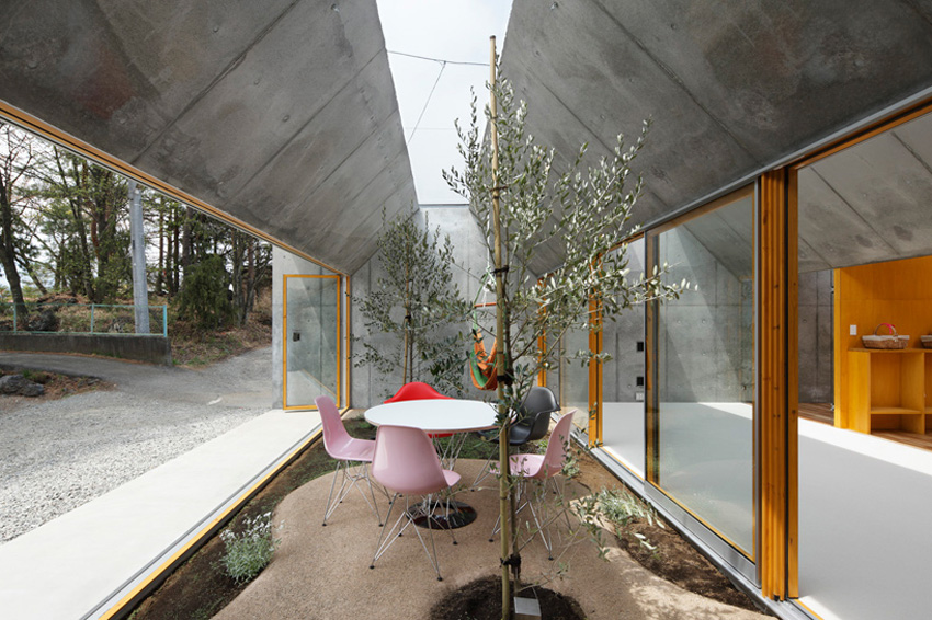 Outside in by Takeshi Hosaka Architects | Yellowtrace