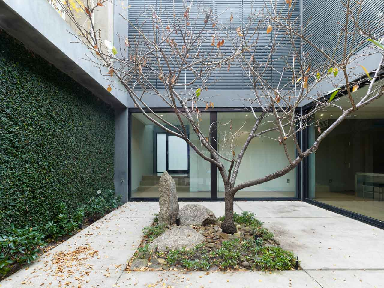 Ross Street Residence by b.e. architecture | Yellowtrace