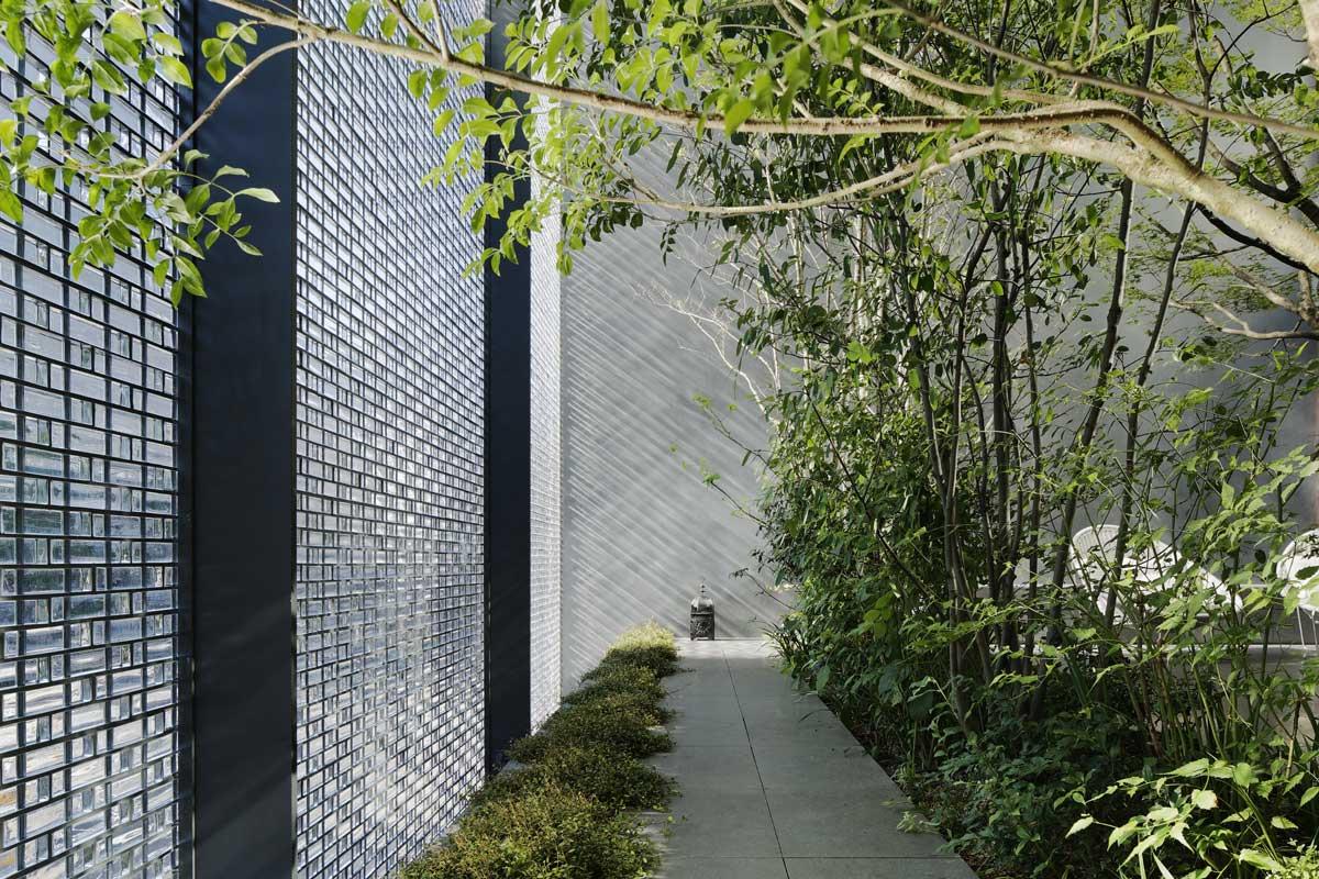Optical Glass House by Hiroshi Nakamura & NAP, Hiroshima, Japan | Yellowtrace