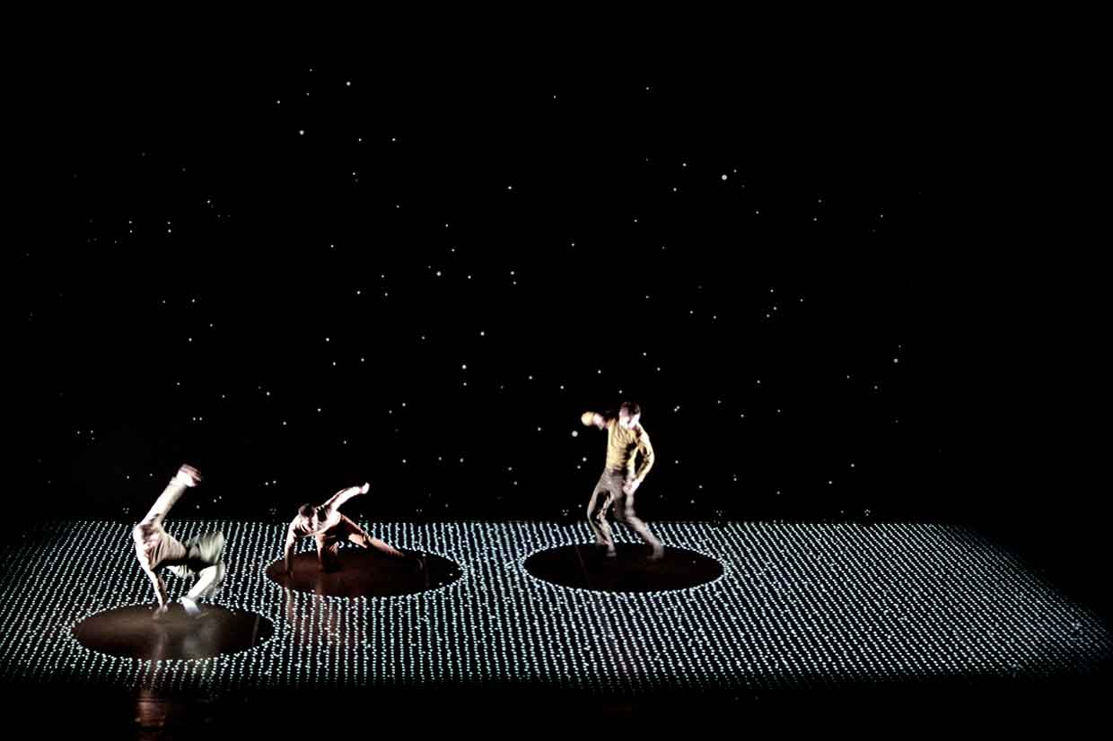 Pixel Dance Performance Meets Interactive Digital Projection | Yellowtrace