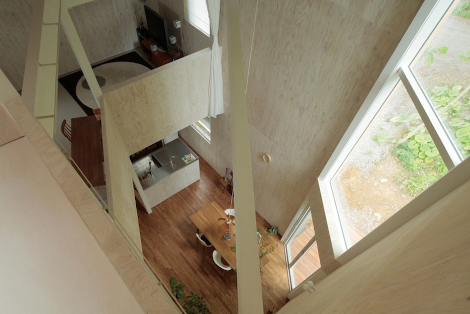 Stories on design one floor up design from above for Classic house akasaka