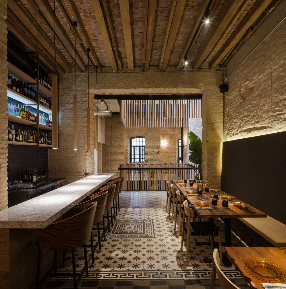 Old house turned into a restaurant by donaire arquitectos for Home restaurant