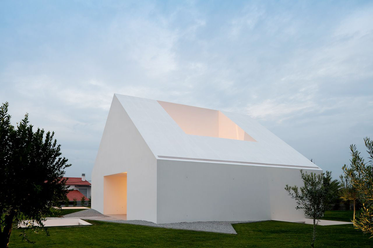 Stories on design the art of giving good white yellowtrace for House in leiria aires mateus