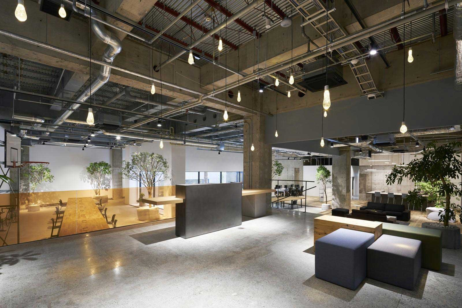 Akqa tokyo office by torafu architects yellowtrace for Industrial office interior
