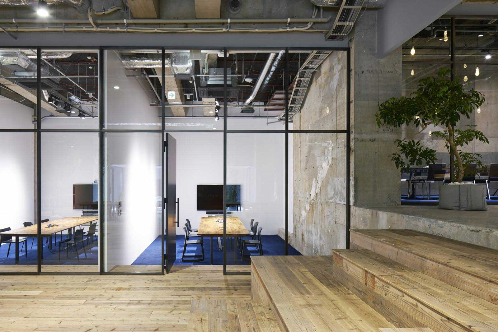 Akqa tokyo office by torafu architects yellowtrace for Japanese office interior design