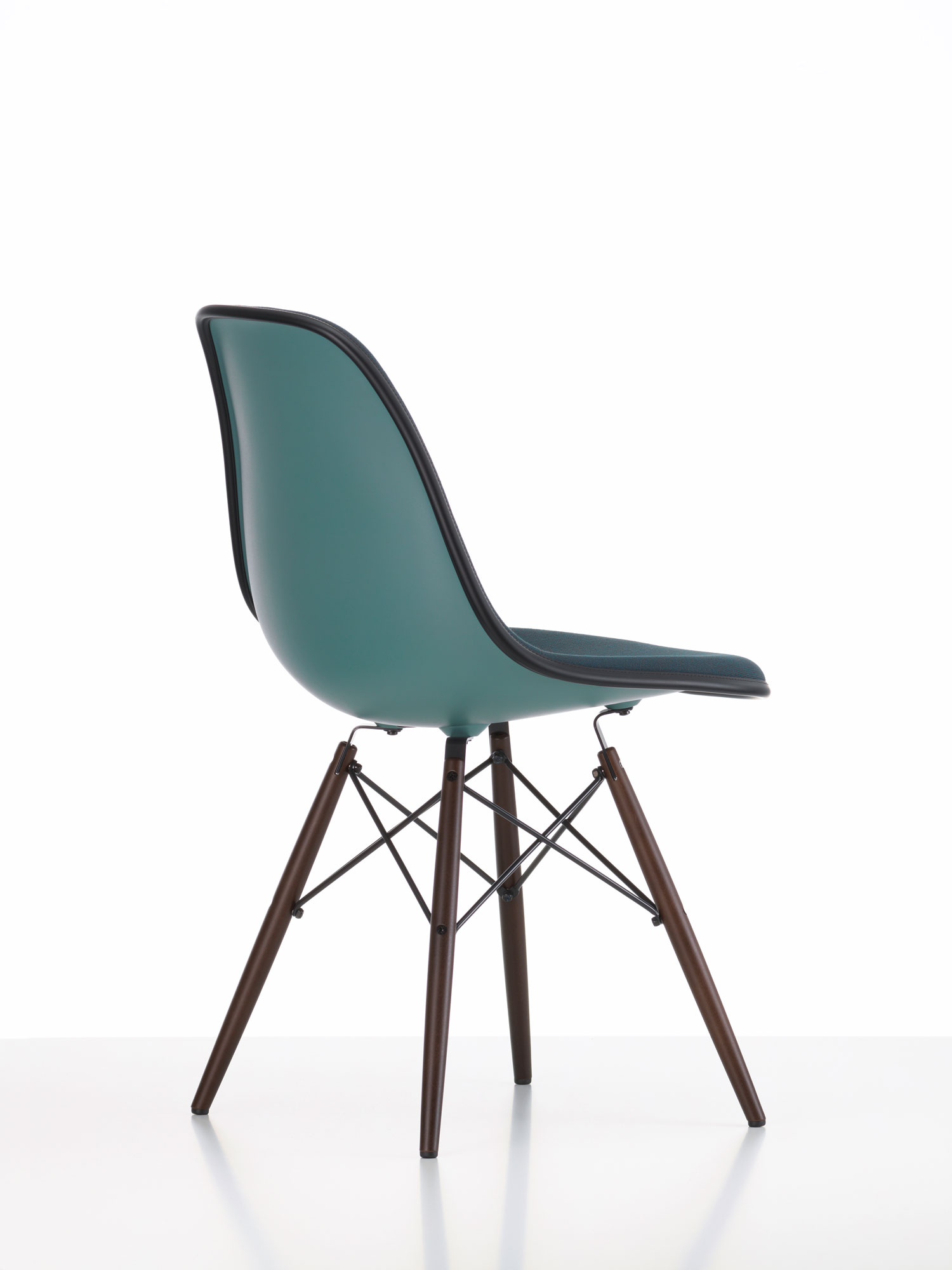 Vitra eames plastic side chair new colours best of for Salone del mobile vitra