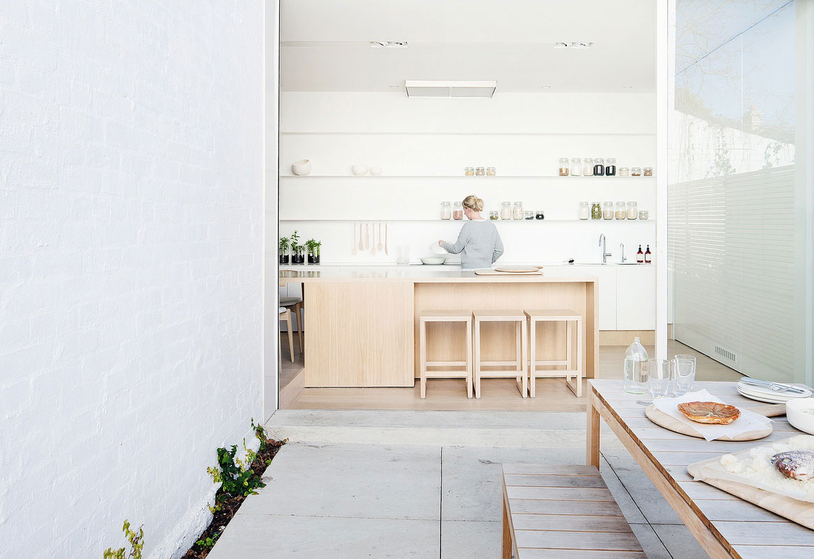 Alfred Street Residence by studiofour. Photo Shannon McGrath | Yellowtrace