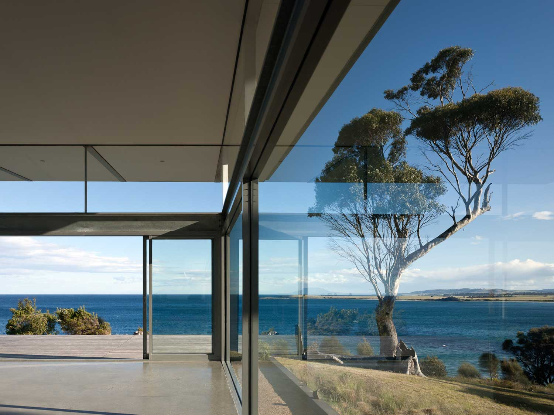 Avalon Retreat by Craig Rosevear Architect / Photo Richard Glover 2015   Yellowtrace