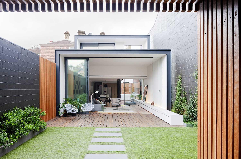 Bridport Terrace by Matt Gibson Architecture + Design. Photo by Shannon McGrath | Yellowtrace