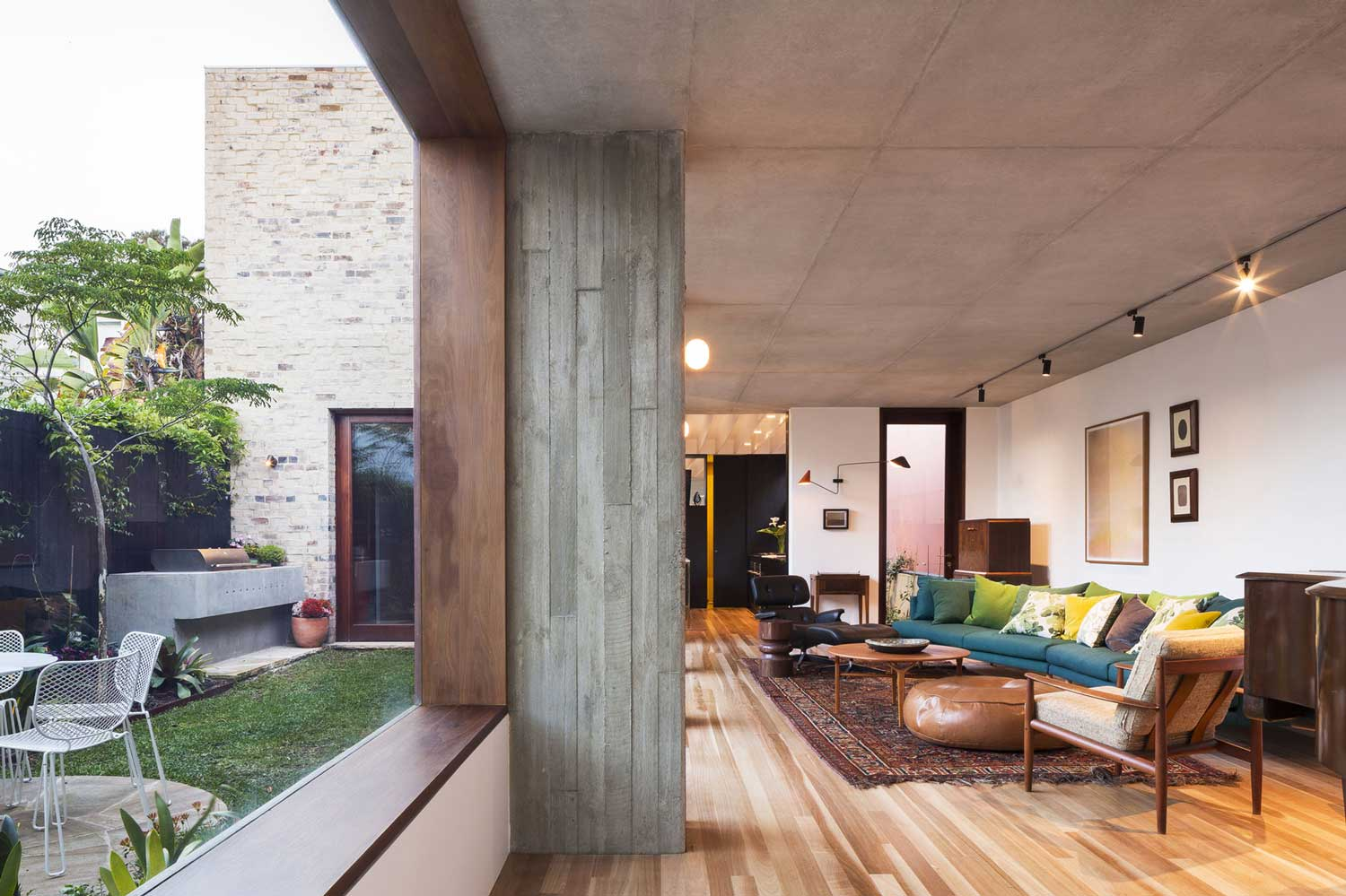 Courtyard House by Aileen Sage Architects. Photo by Tom Ferguson | Yellowtrace