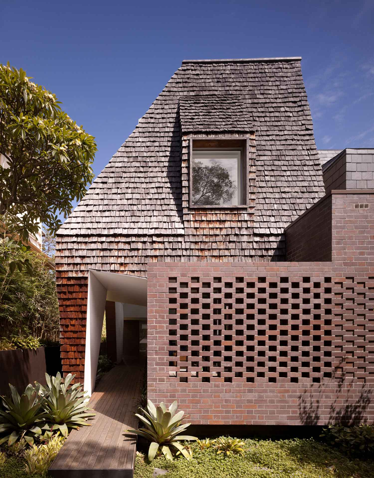 DPR House by MCK Architects / Photo Richard Glover   Yellowtrace