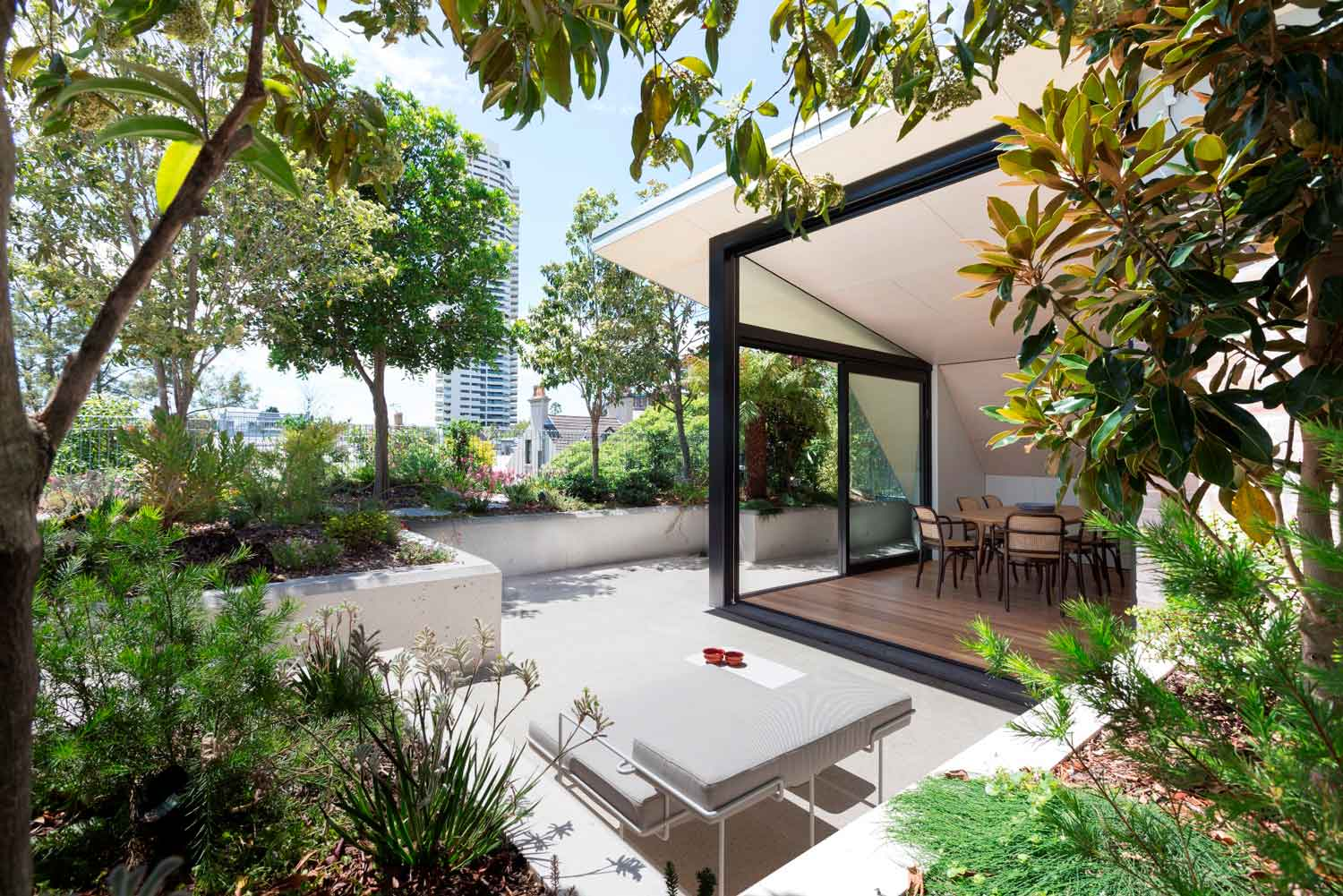 Darlinghurst Rooftop by CO AP. Photo by Ross Honeysett | Yellowtrace