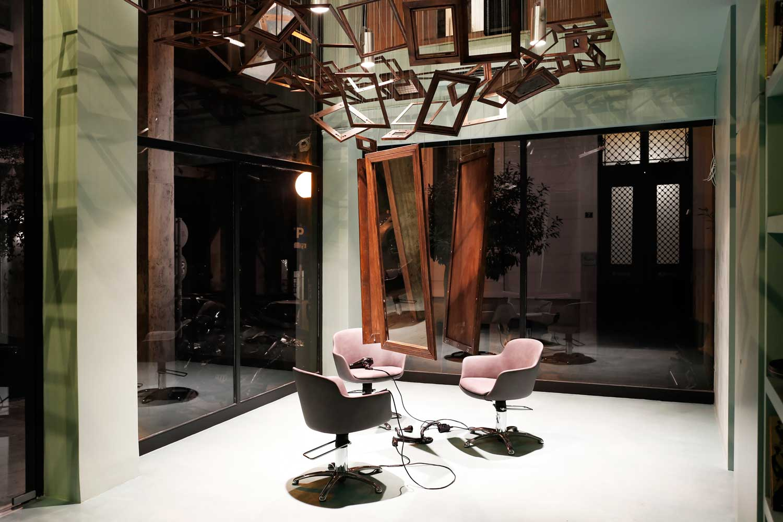 talkin 39 heads hair salon in athens by bureau de change. Black Bedroom Furniture Sets. Home Design Ideas