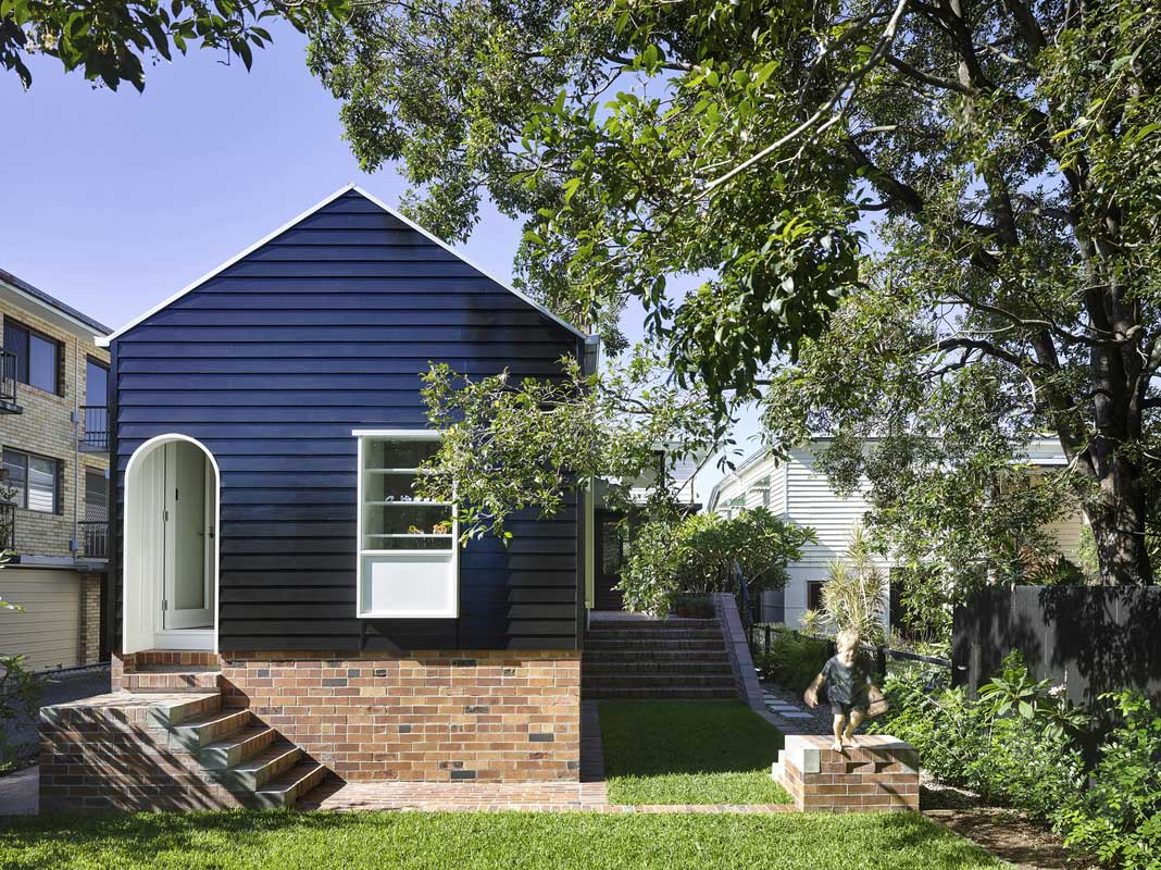 West End Cottage by Vokes & Peters. Photo by Christopher Frederick Jones | Yellowtrace