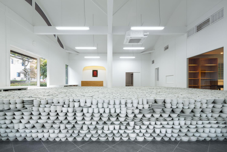 Maruhiro Flagship Ceramics Store by Yusuke Seki | Yellowtrace