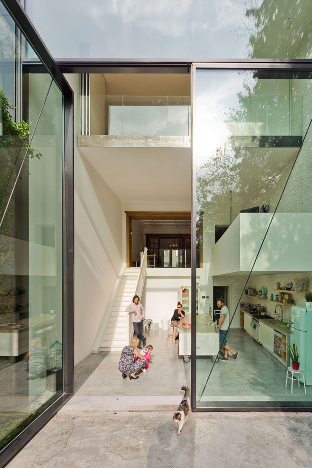 Antwerp Town House by Sculp(IT) Features World's Largest Pivoting Door | Yellowtrace