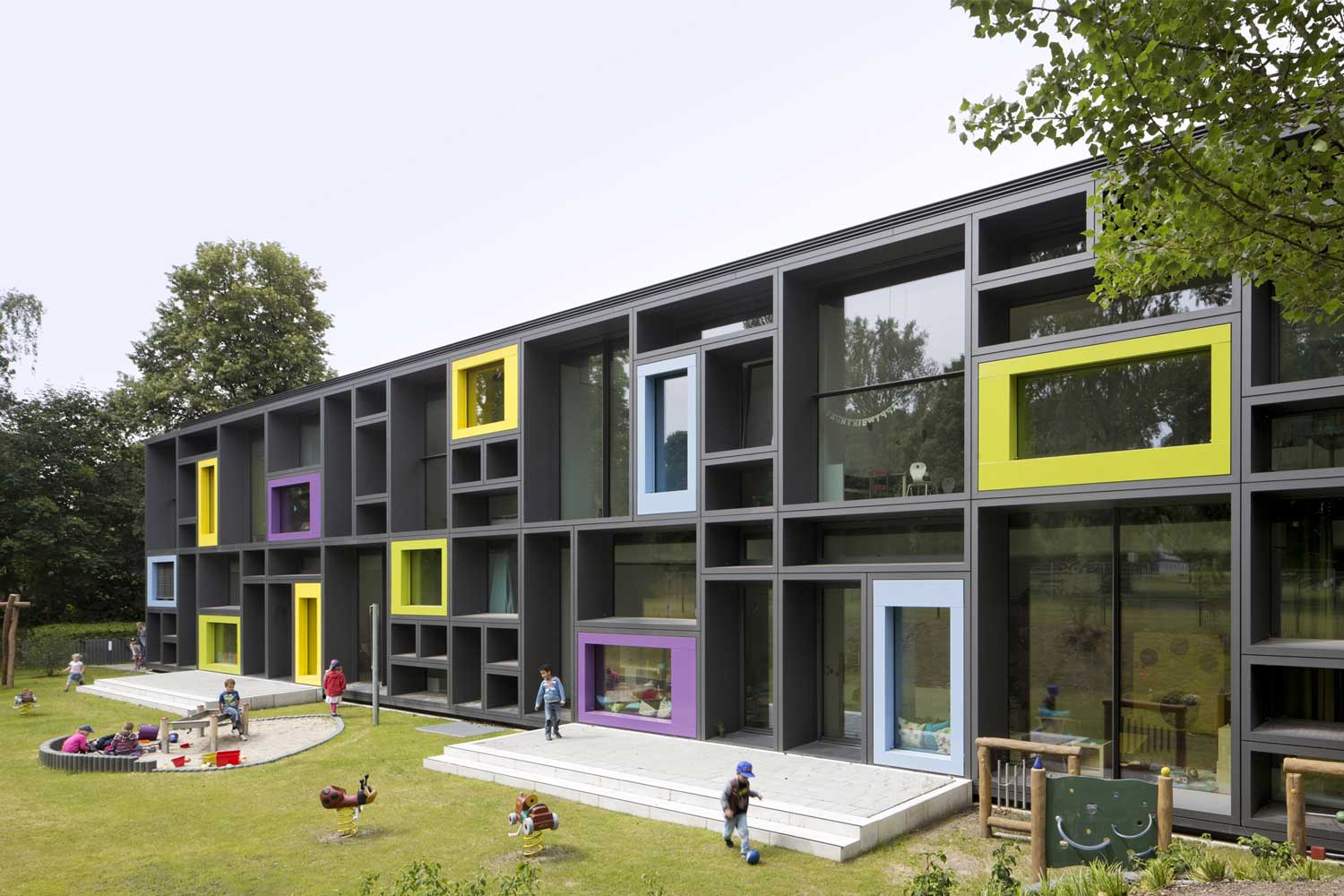 Beiersdorf Childrens Day Care Centre by Kadawittfeldarchitektur Yellowtrace 03