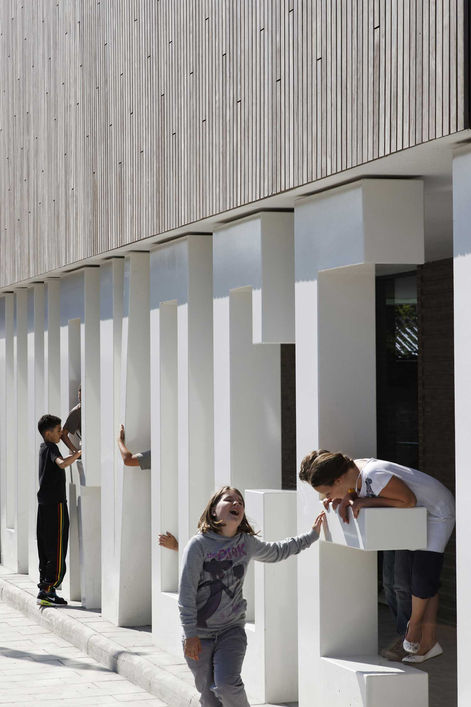 Primary School De Vuurvogel by Grosfeld van der Velde Architecten | Yellowtrace