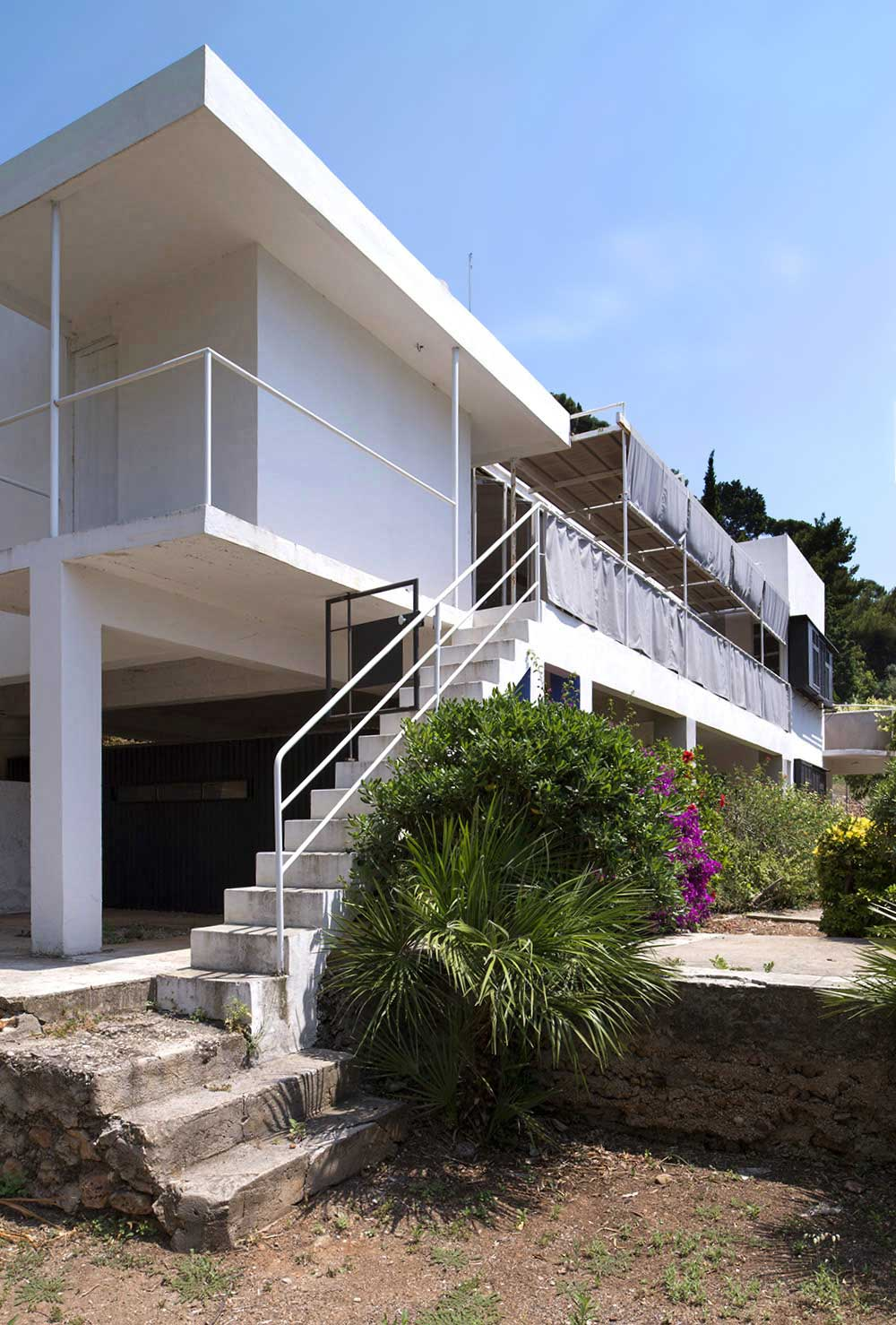 Restauration of Villa E 1027 by Eileen Gray. Photo by Tim Benton | Yellowtrace