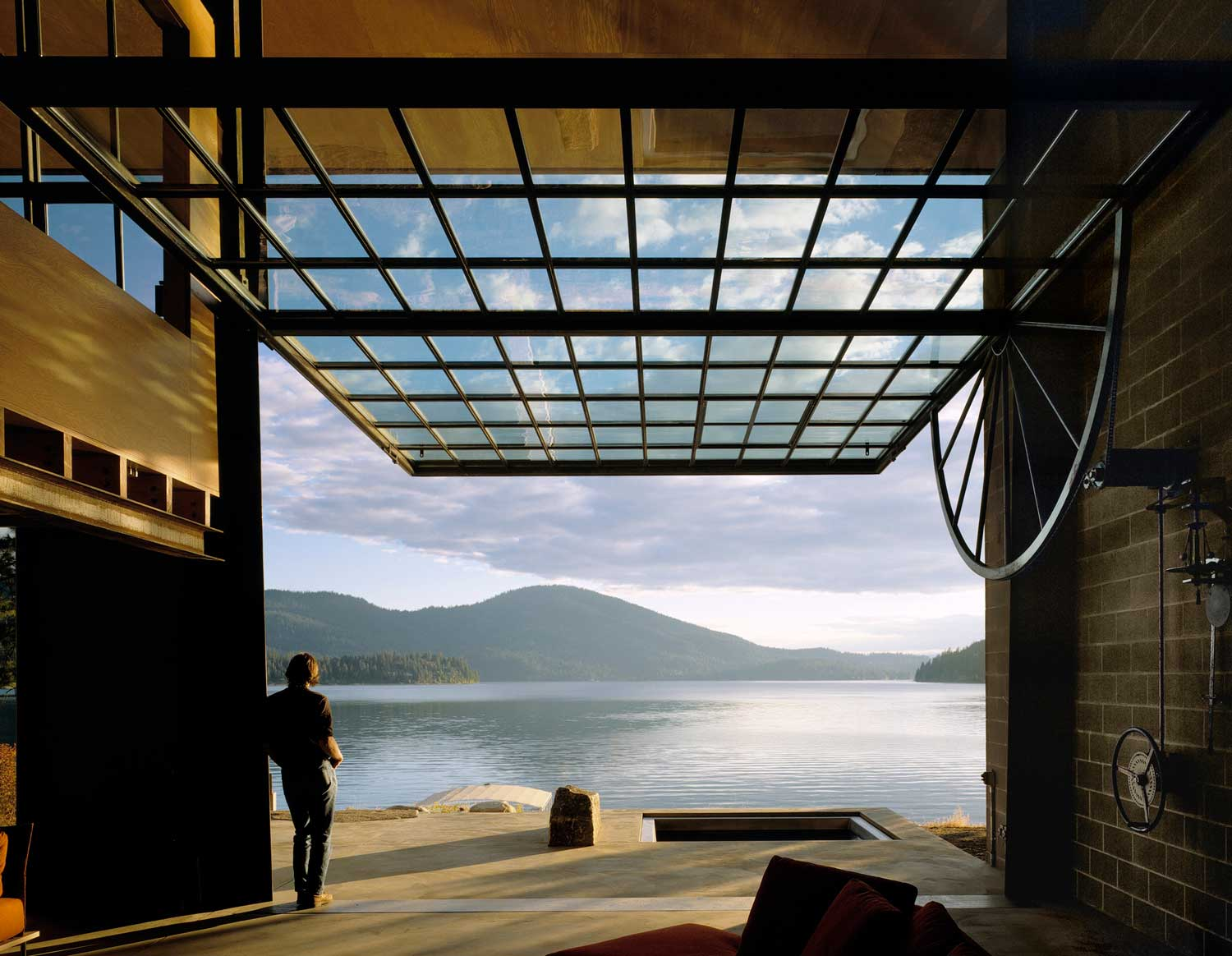 Chicken Point Cabin Idaho by Olson Kundig. Photo by Benja in Benschneider | Yellowtrace